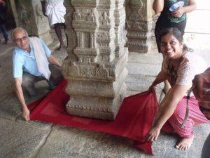 lepakshi-temple-hanging-pillar-lepakshi-temple-hanging-pillar-Unsolved Mystery of Indian in Hindi